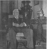 HOZ - Dr. D.M.Sutherland at age 88 at home in his library