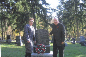 Ross Elsie Gertrude wreath laying 2005